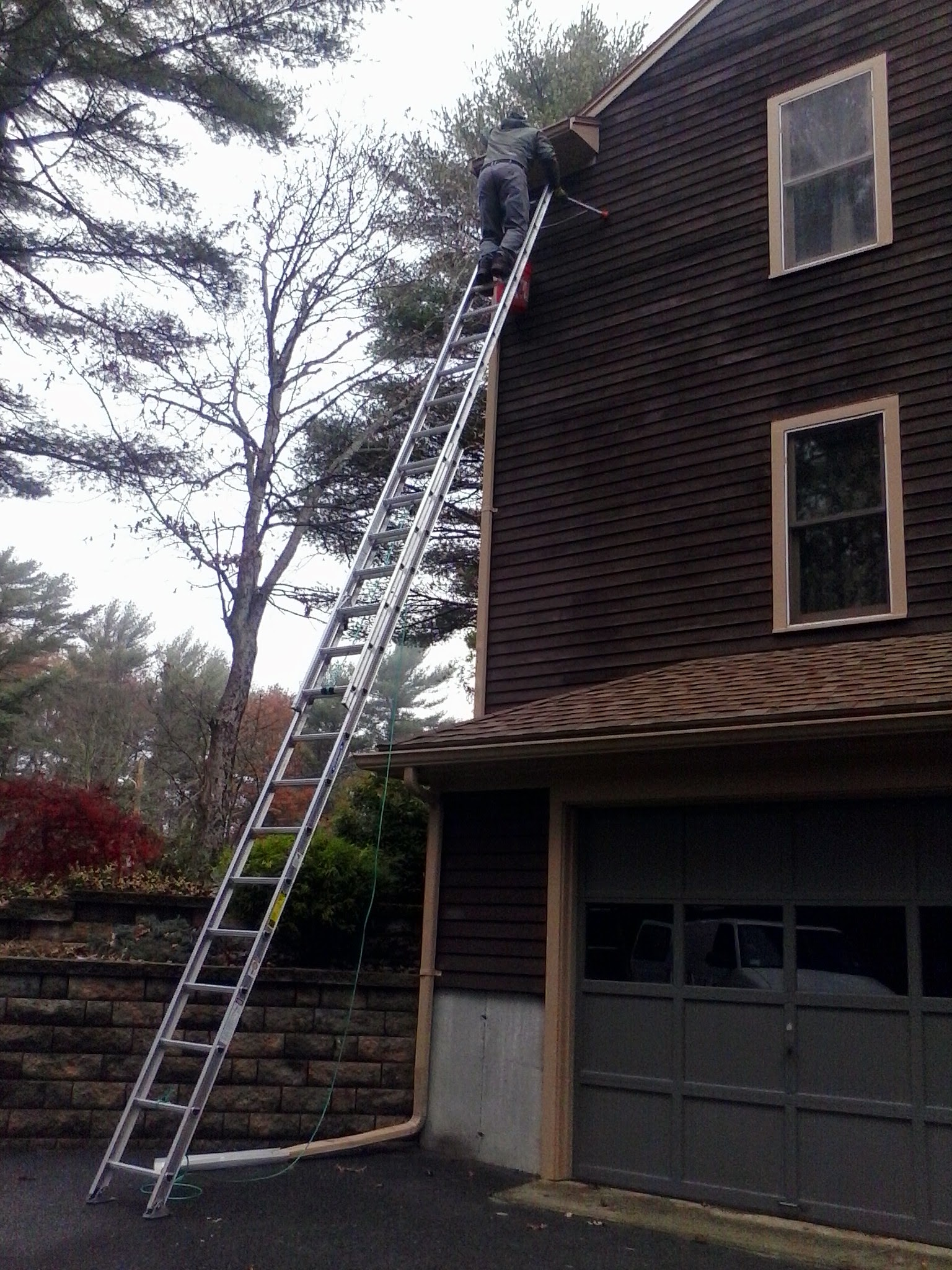 Lakeville gutter cleaning